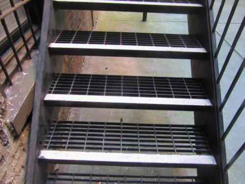 Grating steel steps