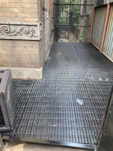 steel grating leveled floor over steel plating